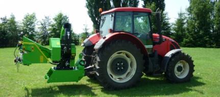 Astilladora a enganchar detrás del tractor, en plataforma giratoria, con suspensión para remolque de 8 t. LS 200 T (750 ÷ 1000 rev/min)