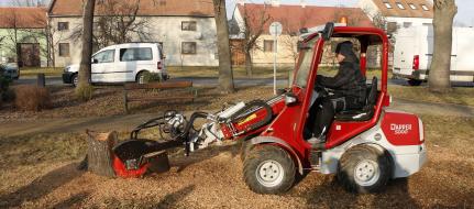 Fresadora para troncos con accionamiento hidráulico, a enganchar en la máquina de construcción. FZ 465